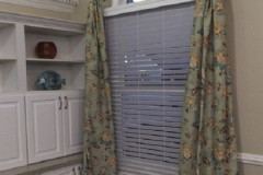 Drapes-on-Medallions with Wooden Blinds